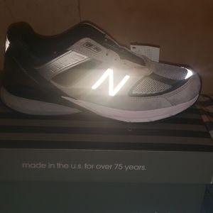 Shoes - Size 81/2 new balance 990.  Retail 169.00